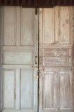 Llave principal con el fondo de la puerta Fotografía de archivo libre de regalías