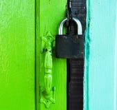 Llave principal en puerta del color Fotografía de archivo libre de regalías