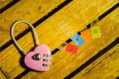 Llave principal y alfabeto rosados del amor Fotografía de archivo