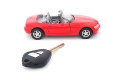 Llave y coche del rojo del juguete Fotos de archivo