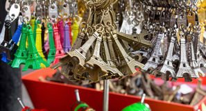 Llaveros de la torre Eiffel Imagenes de archivo