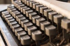 Llaves antiguas de la máquina de escribir en la casa Seleccione el foco Imagenes de archivo