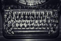 Llaves antiguas de la máquina de escribir, foco bajo Imágenes de archivo libres de regalías