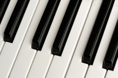 Llaves blancos y negros del piano Fotos de archivo