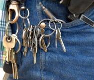 Llaves de la puerta en el anillo del trabajo de los porteros Foto de archivo