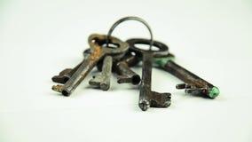 Llaves de la puerta Un manojo de viejos claves almacen de metraje de vídeo