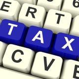 Llaves de ordenador del impuesto que muestran impuestos y el pago en línea Fotografía de archivo
