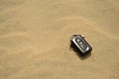 Llaves en arena Fotografía de archivo libre de regalías