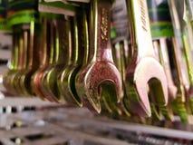 Llaves inglesas de acero en la tienda Venta de la llave foto de archivo libre de regalías