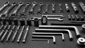 Llaves, llaves inglesas y estudio de los pedazos del tornillo Foto de archivo libre de regalías
