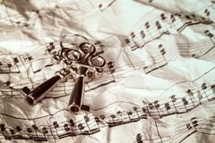 Llaves y notas de la música Imagen de archivo libre de regalías