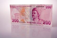 Lle banconote della Lira di Turksh di 200 su fondo bianco Immagini Stock