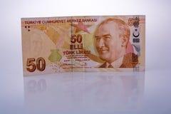 Lle banconote della Lira di Turksh di 50 su fondo bianco Fotografia Stock Libera da Diritti