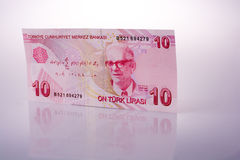 Lle banconote della Lira di Turksh di 10 su fondo bianco Fotografie Stock Libere da Diritti