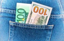 Lle banconote di cento euro e di cento dollari americani Fotografia Stock