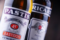 Lle bottiglie di due liquori famosi di pastis: Ricard e Pastis Fotografie Stock Libere da Diritti