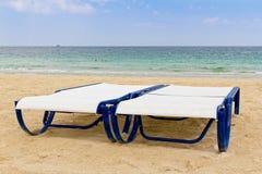 Lle chaise longue di due bianchi Fotografia Stock
