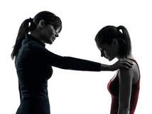 Discussione di consolazione della ragazza dell'adolescente della madre della donna dell'insegnante   Fotografia Stock