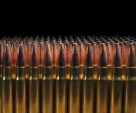 Lle file di 338 cartucce del fucile Immagini Stock Libere da Diritti