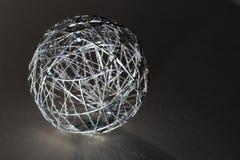 Lle palle grige di 38/5000 di natale e fondo scuro immagini stock