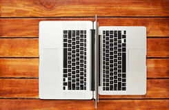 Lle tastiere di due computer portatili immagini stock libere da diritti