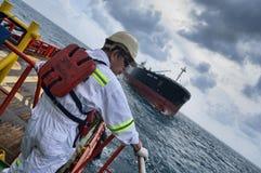 Llegada del petrolero que espera Fotos de archivo libres de regalías