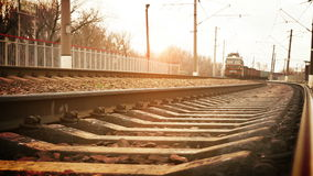 Llegada soviética larga del tren de carga de la era almacen de video