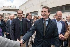 Llegada y saludos del l?der de Pablo Casado del partido popular conservador en Caceres, Espa?a fotografía de archivo
