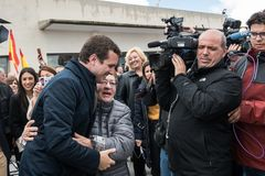 Llegada y saludos del l?der de Pablo Casado del partido popular conservador en Caceres, Espa?a fotos de archivo libres de regalías