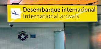 Llegadas internacionales en S. Pablo-Guarulhos Foto de archivo libre de regalías
