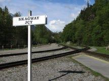 Llegando la estación en Skagway, Alaska Imagen de archivo libre de regalías