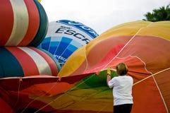 Llene el aire caliente en globo Fotos de archivo
