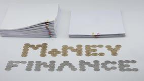 Llene el papeleo de la sobrecarga con lapso de tiempo del oro y de las monedas de plata metrajes
