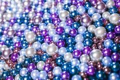 Llene las bolas púrpuras de la gota convenientes para el fondo Fotografía de archivo