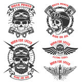 Llevado para la velocidad Sistema de los emblemas con los cráneos del corredor Club del motorista stock de ilustración