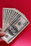 Llevar a cabo cientos billetes de dólar Fotografía de archivo