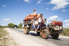 Llevar la producción el mercado en Myanmar. Imagenes de archivo