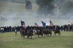 Llevar las banderas de batalla Imagenes de archivo