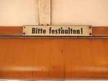 Lleve a cabo por favor la muestra en la tranvía alemana fotografía de archivo