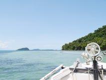 Lleve el barco hacia fuera el cielo Koh Chang, Tailandia Fotos de archivo