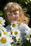 Llittle girl with chamomile Royalty Free Stock Photos