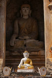 Llittle och stor Buddha Fotografering för Bildbyråer