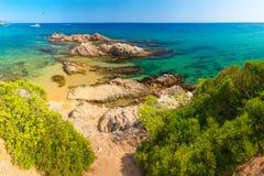 Lloret DE brengt Santa Cristina-strand in overzeese kust in Spanje in de war stock fotografie