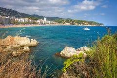 Lloret de Mar παραλία, Κόστα Μπράβα, Catalunya, Ισπανία Θάλασσα, βράχοι Lloret de Mar στο platja στοκ εικόνες με δικαίωμα ελεύθερης χρήσης