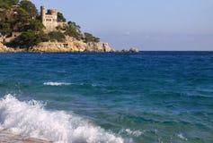 Lloret de Mar Castell Plaja på stranden för Sa Caleta i Catalonia Spanien på sunnyday Arkivbild