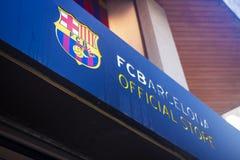 Lloret de Mar, Costa Brava, Spanje - augustus 29, 2018: De officiële opslag van Barcelona van de voetbalclub Uithangbord op het g stock fotografie
