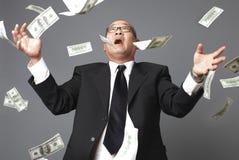 Llover cientos cuentas de dólar Imagen de archivo