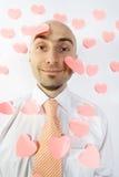 Llover corazones rosados Imagenes de archivo