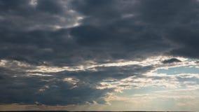 Llover el movimiento nublado del lapso de tiempo de la puesta del sol, nubes de lluvia rápidas después del mún tiempo, Heavy Rain almacen de video