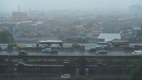 Llovido en las calles de la capital Jakarta almacen de metraje de vídeo
